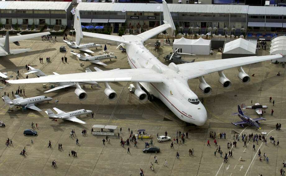 The largest transport plane in the world remains the Antonov 225, shown here on June 17, 2001 at the Paris Air Show. Photo: REMY DE LA MAUVINIERE, Associated Press