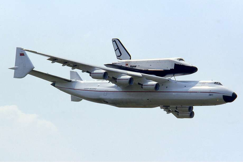 Here, the Antonov 225 carries the Soviet Buran space shuttle on June 17, 1989 at the Paris Air Show. Photo: Ralf Manteufel/Wikimedia Commons