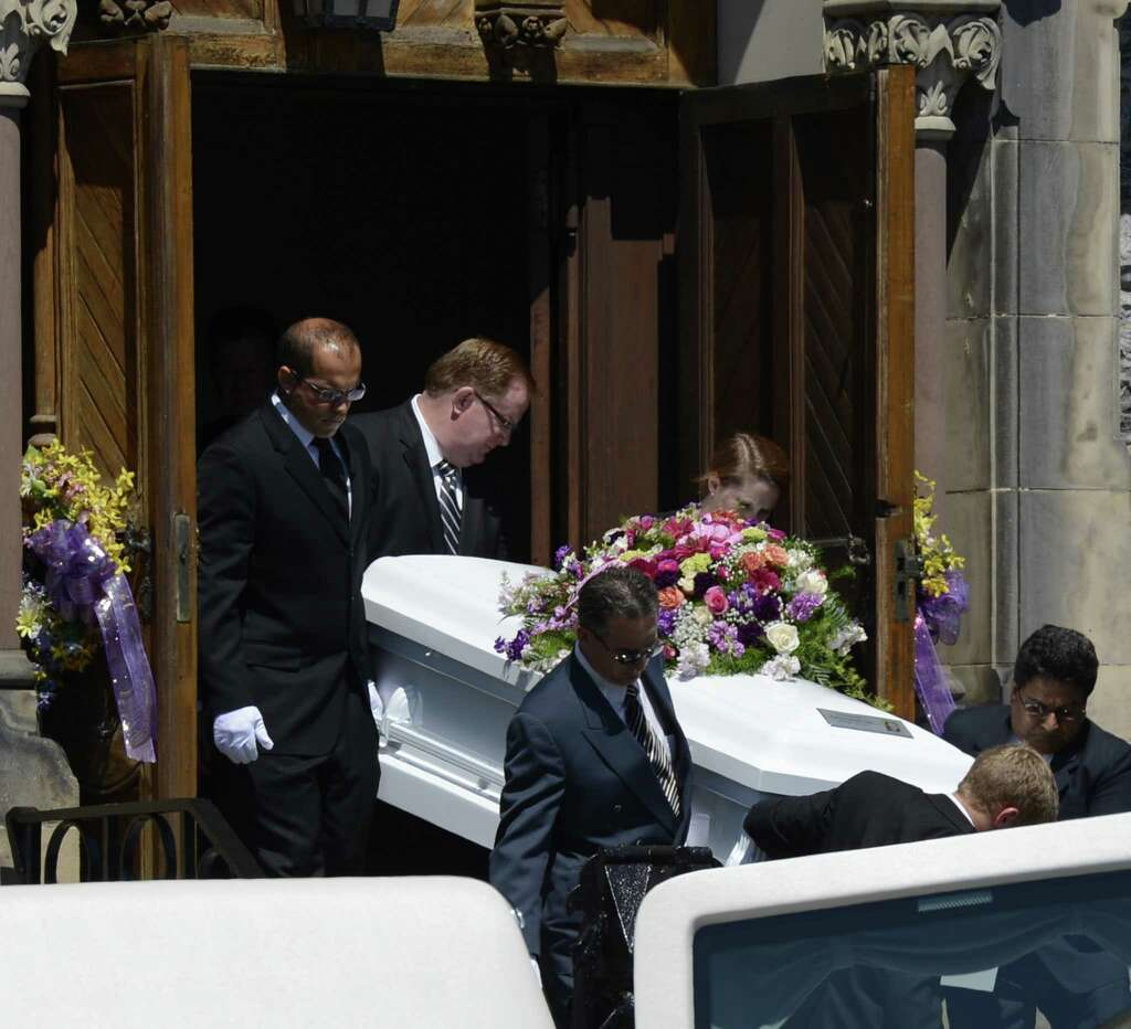 Lil jojo dead body pictures to pin on pinterest - Pall Bearers Bring The Casket Carrying The Remains Of Ashton Jojo 11 From Her Funeral