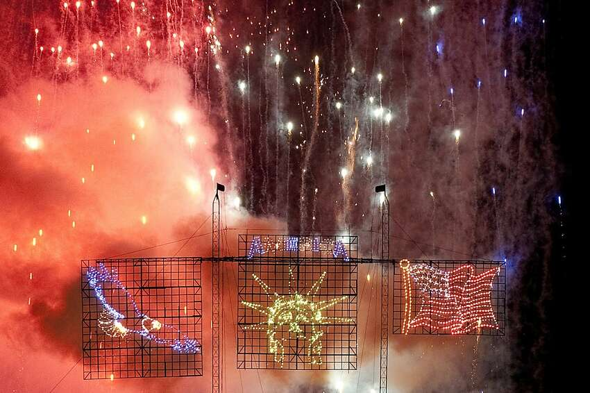 2. Los Angeles 'Fourth of July celebrations' rank: 1 'Affordability rank: 33 'Attractions and activities' rank: 29 'Safety and sensibility' rank: 32 'Weather' rank: 43