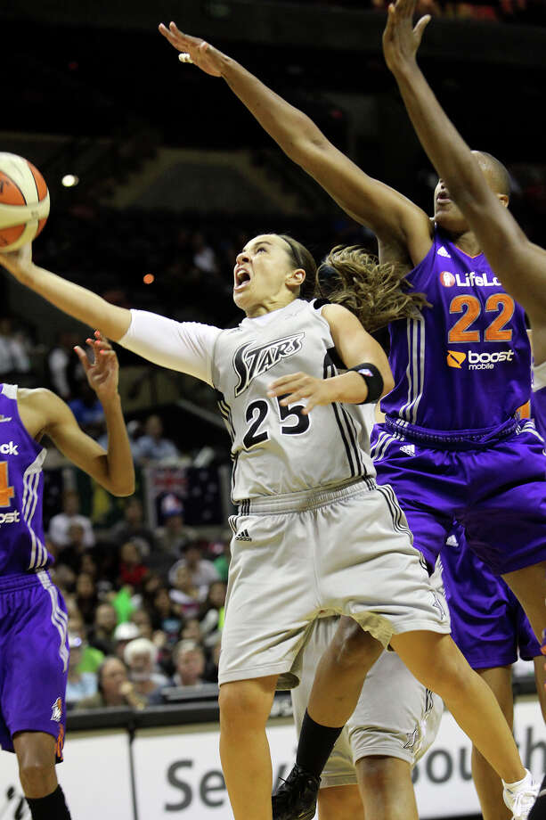 Becky Hammon finds a way to the hoop in the second half as the Silver Stars host the Phoenix Mercury at the AT&T Center on July 3, 2012. Photo: Tom Reel, San Antonio Express-News / ©2012 San Antono Express-News