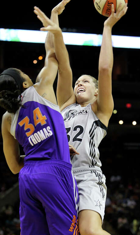 Jane Appel goes up against Krystal Thomas as the Silver Stars host the Phoenix Mercury at the AT&T Center on July 3, 2012. Photo: Tom Reel, San Antonio Express-News / ©2012 San Antono Express-News
