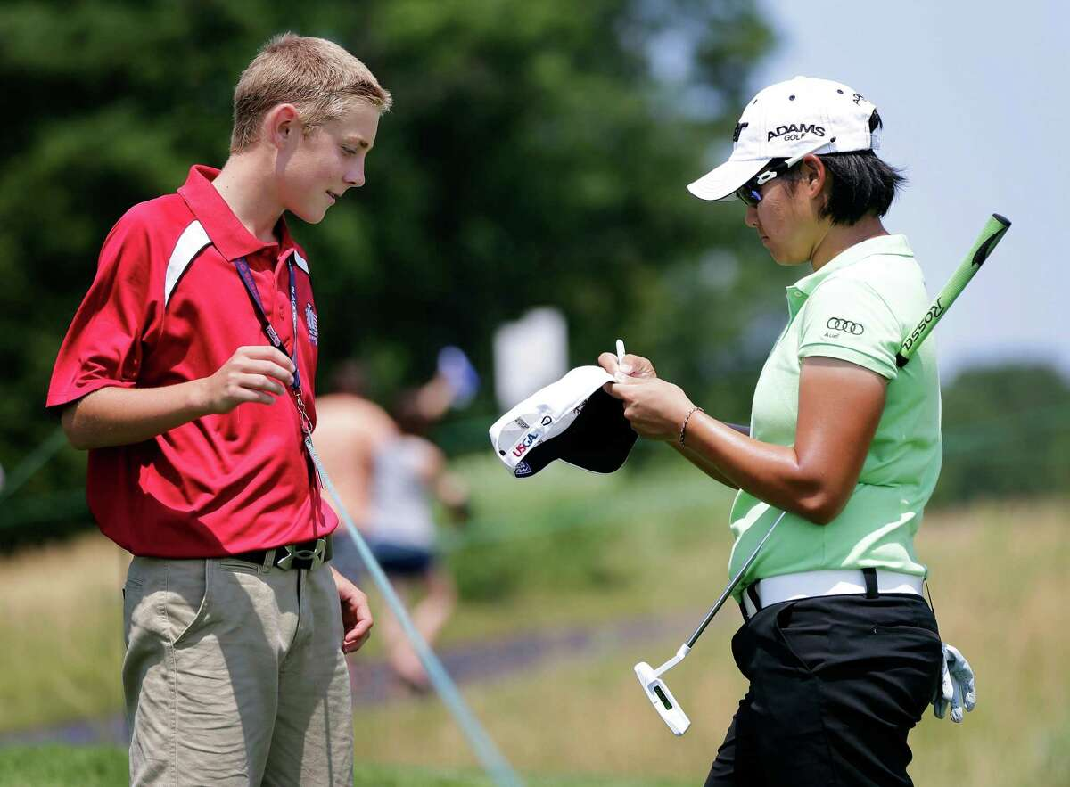 Yani Tseng (right), who not long ago was the one asking for autographs, is trying to become the youngest golfer to earn a career Grand Slam.