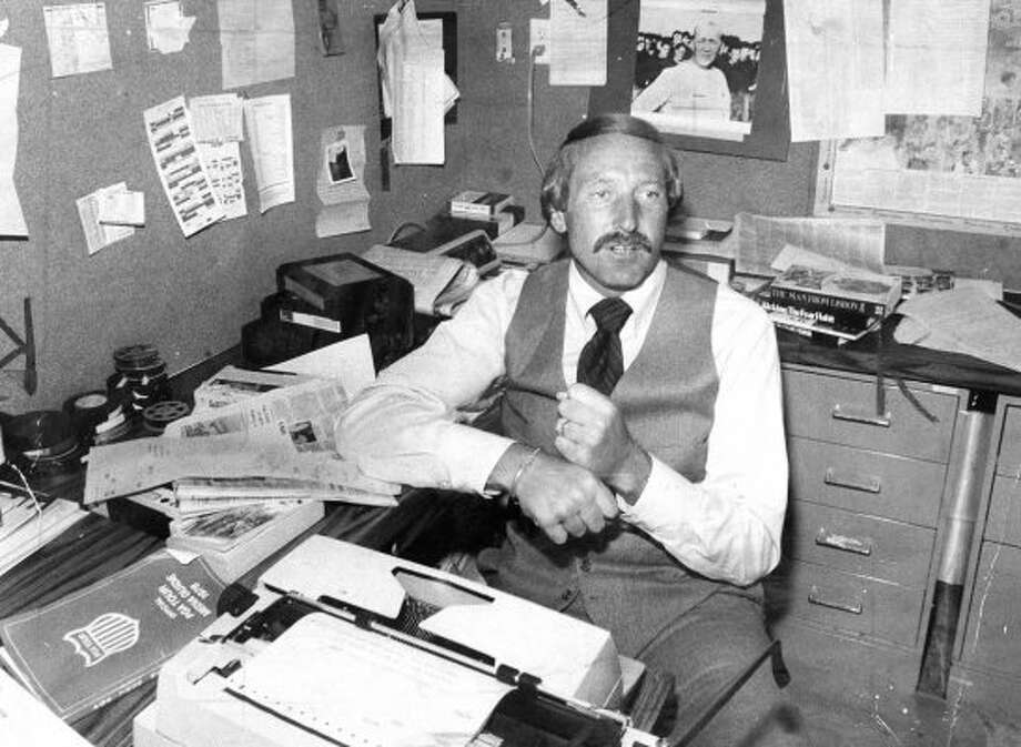 Wayne Walker at his KPIX desk in  June 1978.  (Clem Albers / The Chronicle)