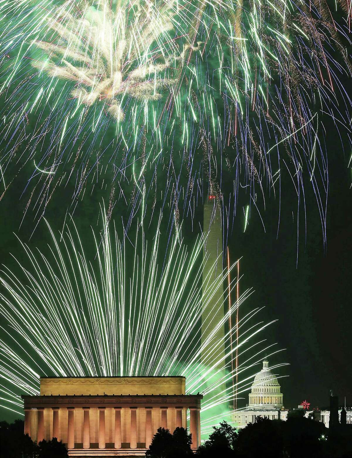 WASHINGTON, DC - JULY 04: Fireworks light up the sky over the Lincoln Memorial, Washington Monument, and the U.S. Capitol on July 4, 2012 in Washington, DC. July 4th is a national holiday with the nation celebrating its 237th birthday. (Photo by Mark Wilson/Getty Images) *** BESTPIX ***