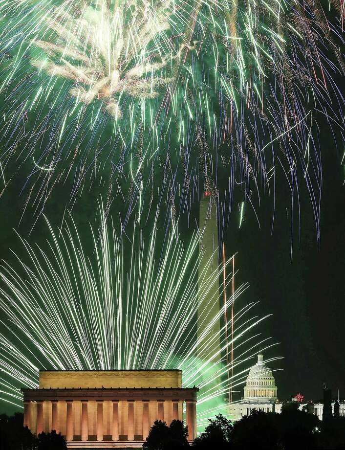 WASHINGTON, DC - JULY 04: Fireworks light up the sky over the Lincoln Memorial, Washington Monument, and the U.S. Capitol on July 4, 2012 in Washington, DC. July 4th is a national holiday with the nation celebrating its 237th birthday. (Photo by Mark Wilson/Getty Images) *** BESTPIX *** Photo: Mark Wilson, Getty Images / 2012 Getty Images