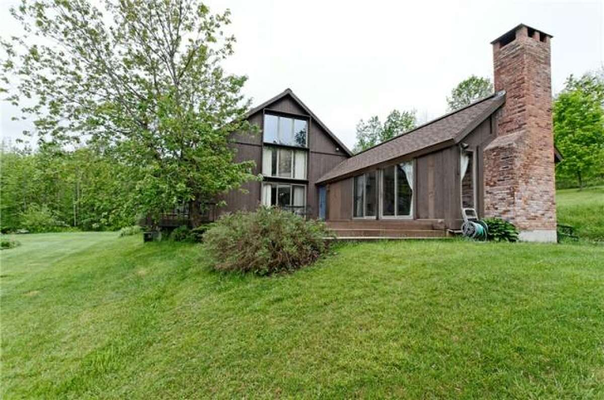 House of the Week: 71 Dearstyne Rd, Brunswick   Realtor: Christopher Culihan at Coldwell Banker Prime Properties   Discuss: Talk about this house