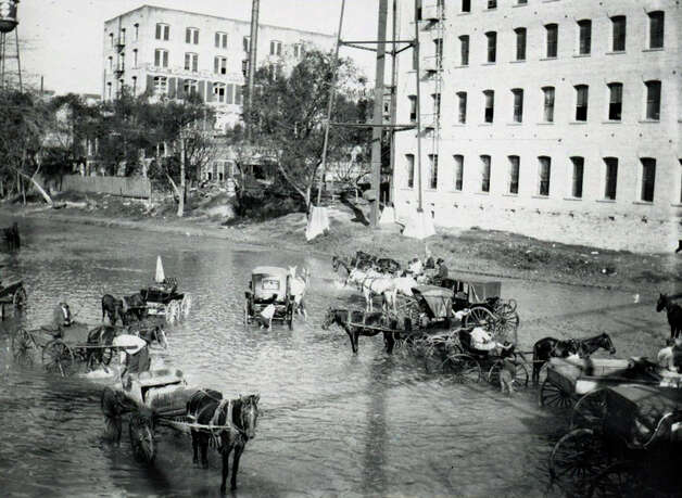 Photo of San Antonio River with boys washing buggies.1917. (Institute of Texan Cultures) Photo: Courtesy Photo / COURTESY UTSA'S INSTITUTE OF TEXAN CULTURES