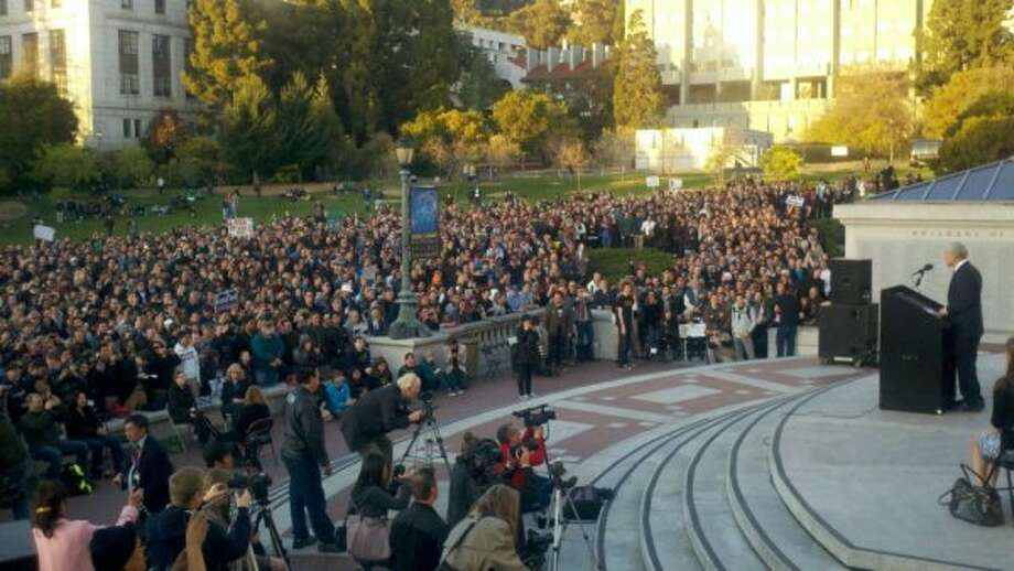 8,500-plus voters turned out to see Ron Paul at town hall meeting at UC Berkeley. (Facebook)