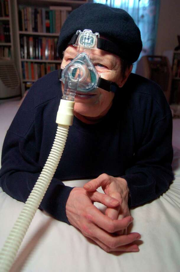 Portrait of Jane Woodward Elioseff in her Houston home, Monday, Nov. 6, 2006. Elioseff, who is living with continuous respiratory failure due to what she said were asthmatic conditions increased by pollutants in the air, has been named in a law suit by the Galveston-Houston Association for Smog Prevention, that says Federal Government's approved plan to clean up Houston's air won't reduce pollution to healthy levels. Elioseff now needs to be on oxygen permanently due to her respiratory condition. (Johnny Hanson for the Houston Chronicle) Photo: Johnny Hanson / Freelance