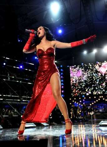 "Katy Perry performs during ""VH1 Divas Salute the Troops"" on Dec. 3, 2010 in California.  (Kevin Winter / 2010 Getty Images)"
