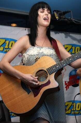 Singing at the Z100 Lounge on June 5, 2008 in New York City.  (Will Ragozzino / Getty Images)