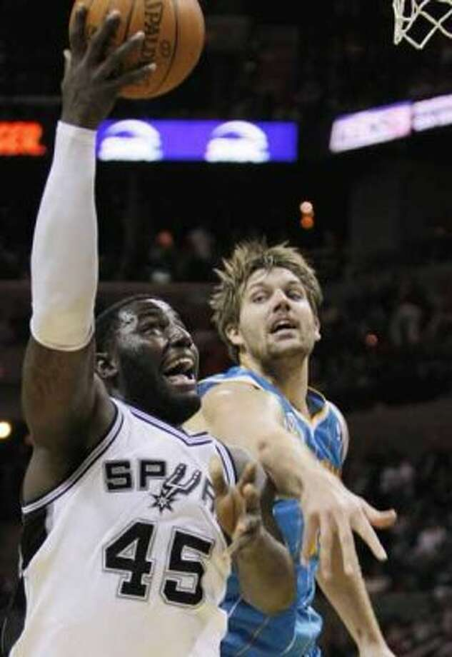 San Antonio Spurs' DeJuan Blair, left, shoots over New Orleans Hornets' Aaron Gray during the second half of an NBA basketball game, Sunday, Dec. 5, 2010. San Antonio won 109-84. (Darren Abate/Special to the Express-News) (Darren Abate/Special to the Expr)