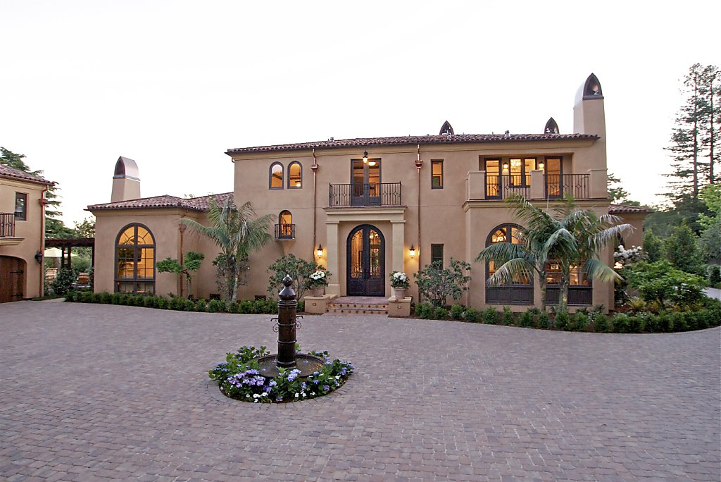 Exterior Mansion: Mansion Epitomizes Spanish Colonial Style