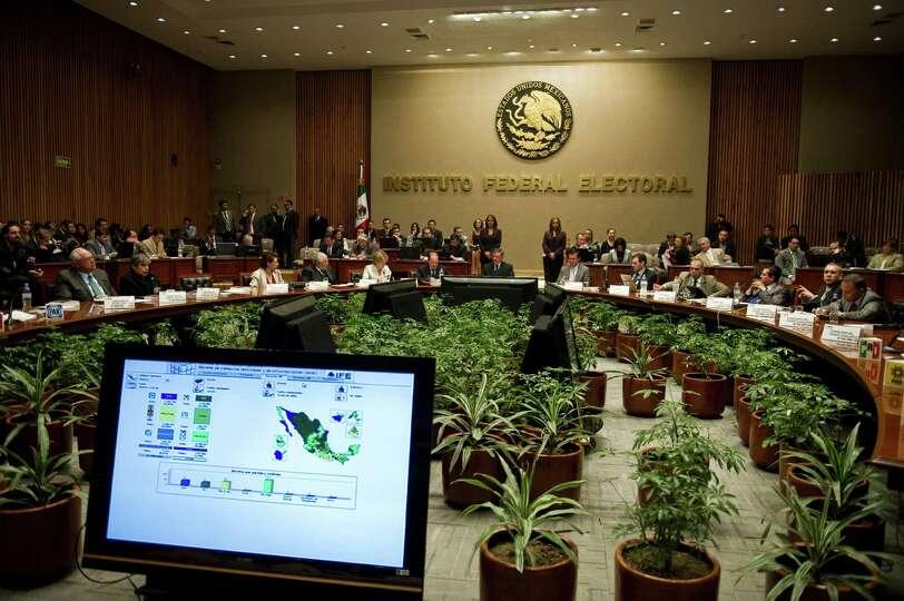 Federal Electoral Institute (IFE) President Counselor, Leonardo Valdes (C), speaks during a general