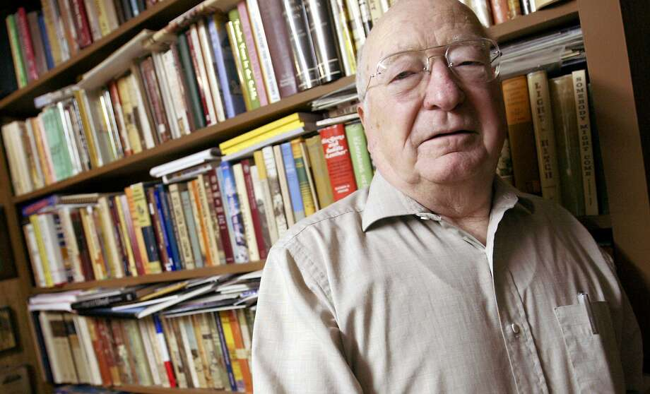 Elmer Kelton: Western writer — regarded by many as the greatest — has more than 40 books and numerous awards under his belt. Photo: AP Photo / San Angelo Standard Times,  Cameron Yarborough