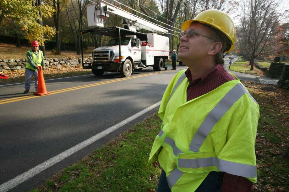 CL&P Program Coordinator of Vegetation Management Doug Pistawka keeps an eye on tree trimming being done along Lake Avenue. Photo: David Ames / Greenwich Time