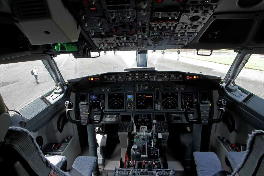 The flight deck of a Boeing 737-900ER is seen on display at the Farnborough International Airshow, Farnborough, England, on July 10, 2012. Photo: AP