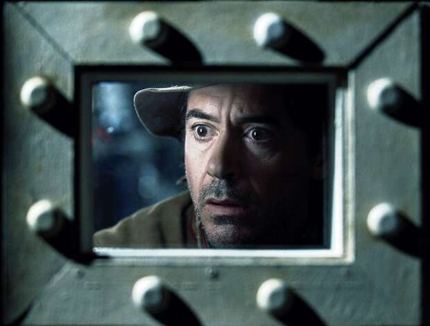 "ROBERT DOWNEY JR. as Sherlock Holmes in ""SHERLOCK HOLMES: A GAME OF SHADOWS"""