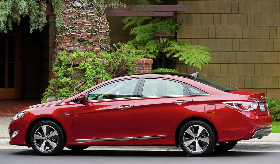 HyundaiÕs popular midsize sedan got a complete makeover for 2011, adding its first-ever hybrid model. This is the best Sonata yet. Photo: Courtesy Of Hyundai Motor America Inc. / © Morgan J Segal Photography -All Rights Reserved. Image to be used for PR and Editorial Use only. Image is not to be resold, re
