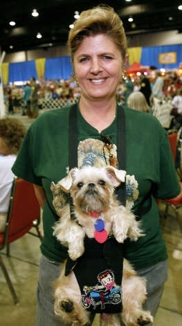 Lois Ferrebee with Abby, at the River City Cluster of Dog Shows on July 11, 2009 at the Convention Center. Photo: J. Michael Short, For The Express-News / THE SAN ANTONIO EXPRESS-NEWS/210 SA