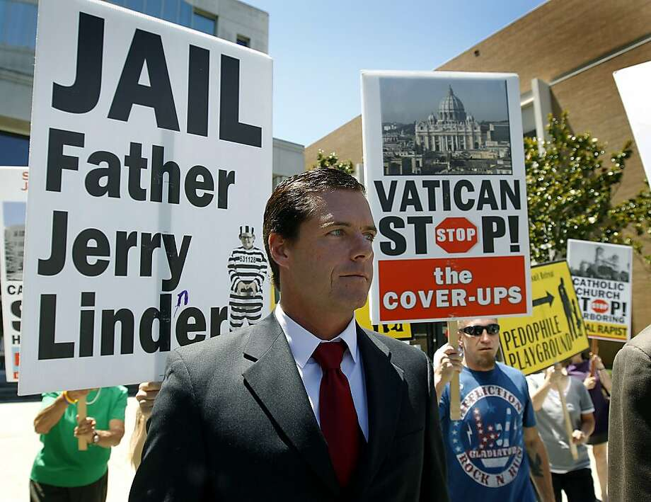 William Lynch walks past supporters waiting in front of the Hall of Justice during a lunch break for the jury deliberating in his trial in San Jose, Calif. on Thursday, July 5, 2012. Lynch is accused of assaulting Jerry Lindner, a priest who Lynch says sexually molested him as a boy. Photo: Paul Chinn, The Chronicle