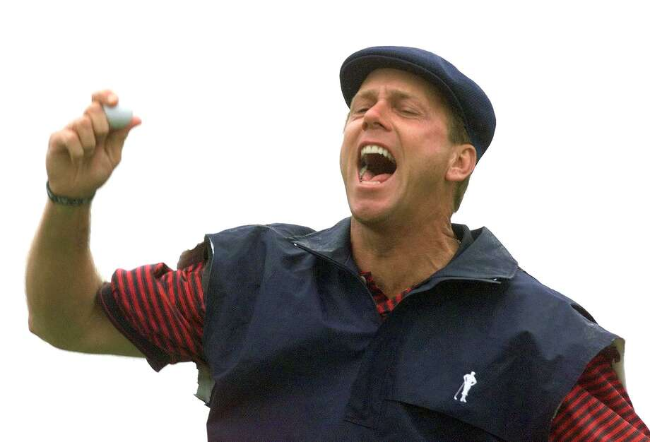 Professional golfer Payne Stewart was traveling on a private jet, which lost cabin pressure, knocking out all occupants, and flew on auto-pilot for 1,500 miles before it finally crashed. Photo: AFP, AFP/Getty Images