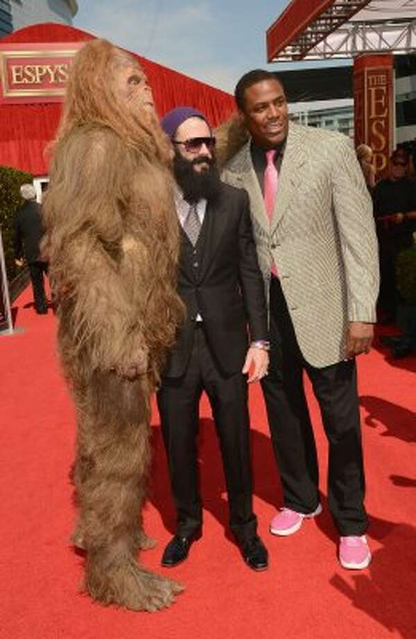 Former NBA player Cedric Ceballos, San Francisco Giants pitcher Brian Wilson and Sasquatch arrive at the 2012 ESPY Awards at Nokia Theatre L.A. Live on July 11, 2012 in Los Angeles, California.  (Photo by Jason Merritt/Getty Images)