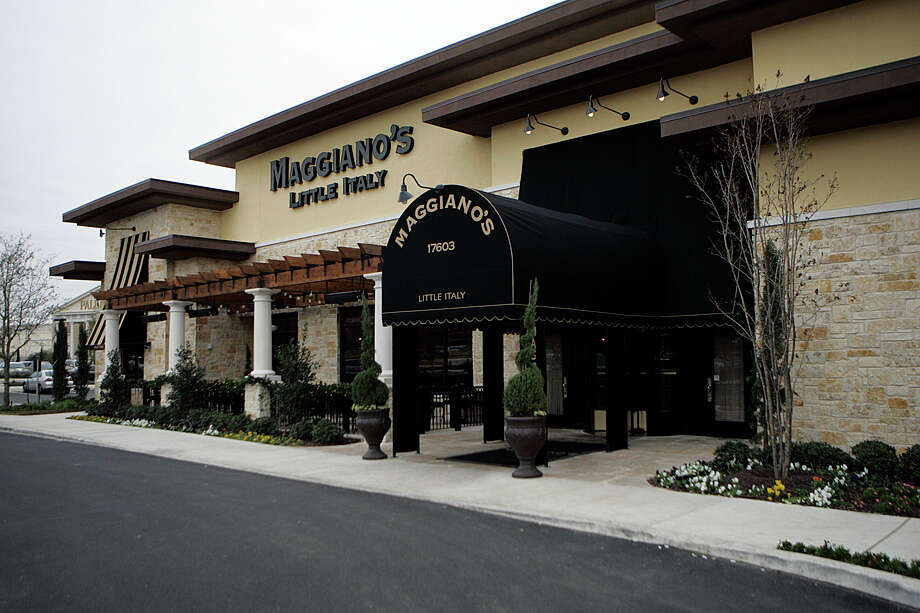 Maggiano's, 17603 I-10 W., 210-451-6000, is featuring a four-course meal served family-style with seatings at 11:30 a.m., noon, 2:30 p.m. and 3 p.m. Menu includes bruschetta plate, choice of two salads, choice of two entrées served with cranberry relish, choice of two additional sides, choice of two pastas and choice of two desserts. Photo: KEVIN GEIL, SAN ANTONIO EXPRESS-NEWS / kgeil@express-news.net