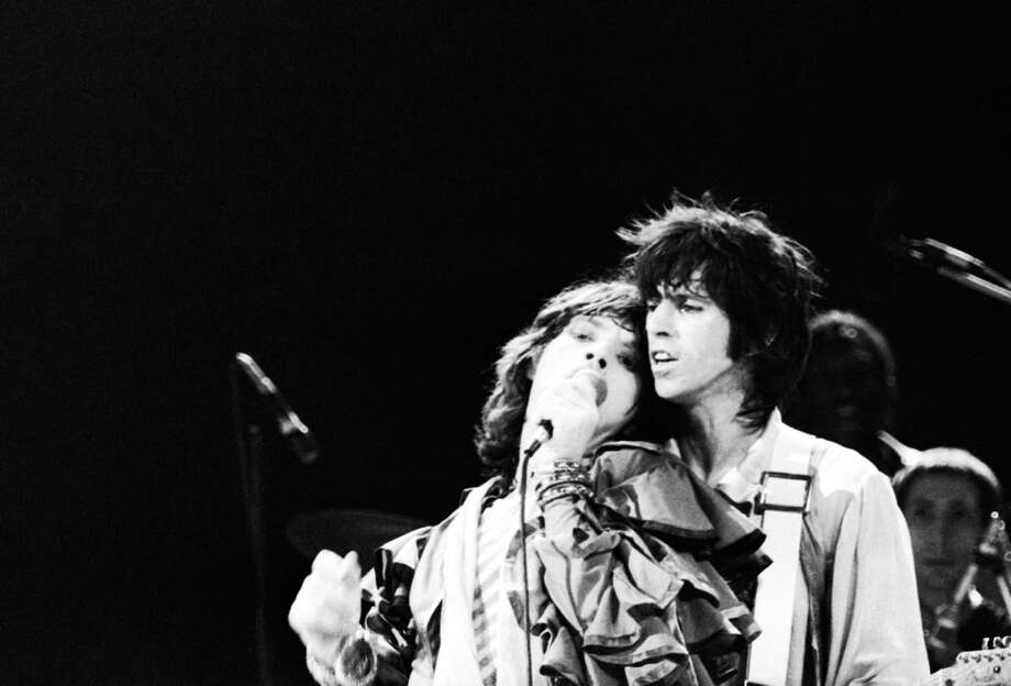 Mick Jagger and Keith Richards of the Rolling Stones performing at Earl's Court, London, May 1976. Photo: John Minihan, Getty / 2006 Getty Images