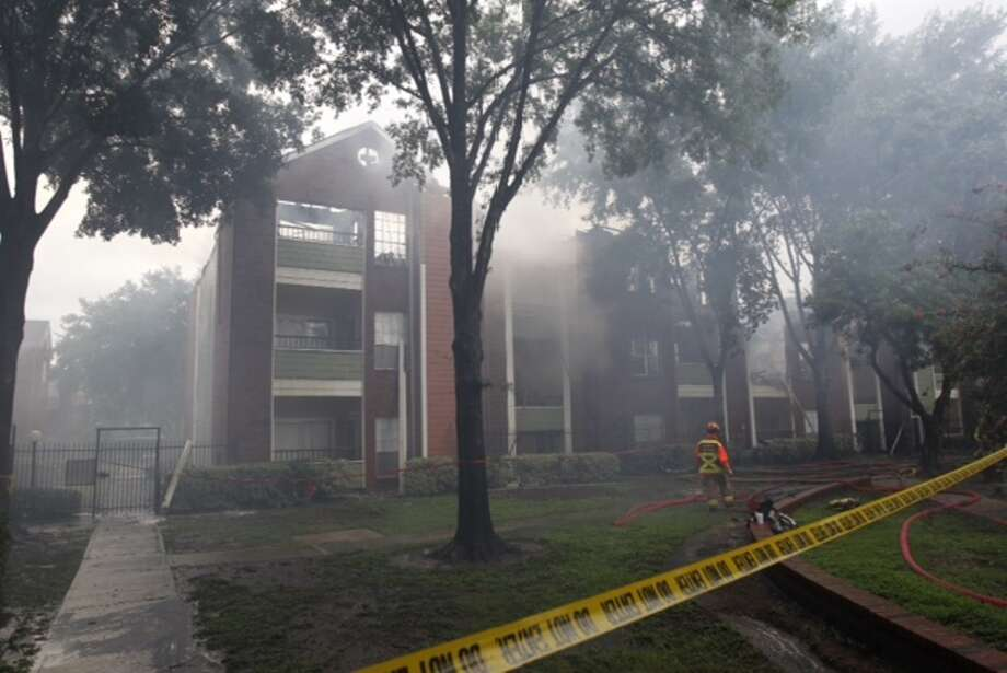 A two-alarm blaze broke out about 11:15 a.m. Thursday at an apartment complex at 15250 Gray  Ridge near Green Crest in the Alief area. Photo: Michael Paulsen, Houston Chronicle