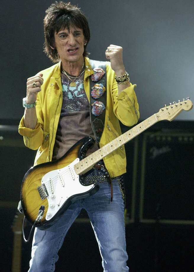 Ronnie Wood does his part in Australia in February 2003.  Photo: Robert Cianflone, Getty / 2003 Getty Images