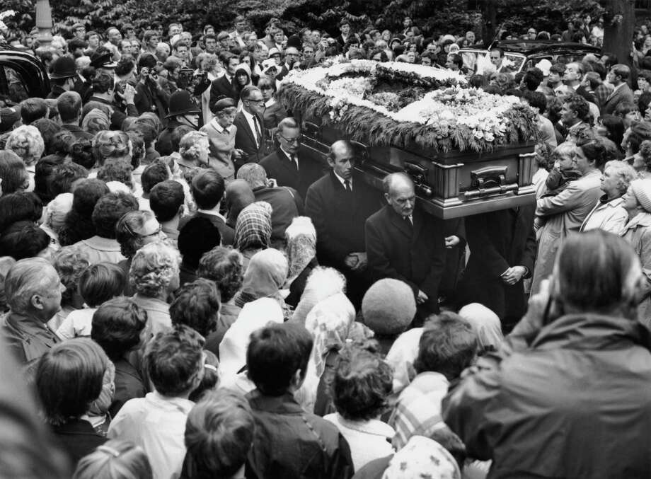 Crowds surround the coffin of Rolling Stones guitarist Brian Jones in Cheltenham, Gloucestershire, July 1969. Photo: Evening Standard, Getty / 2012 Getty Images