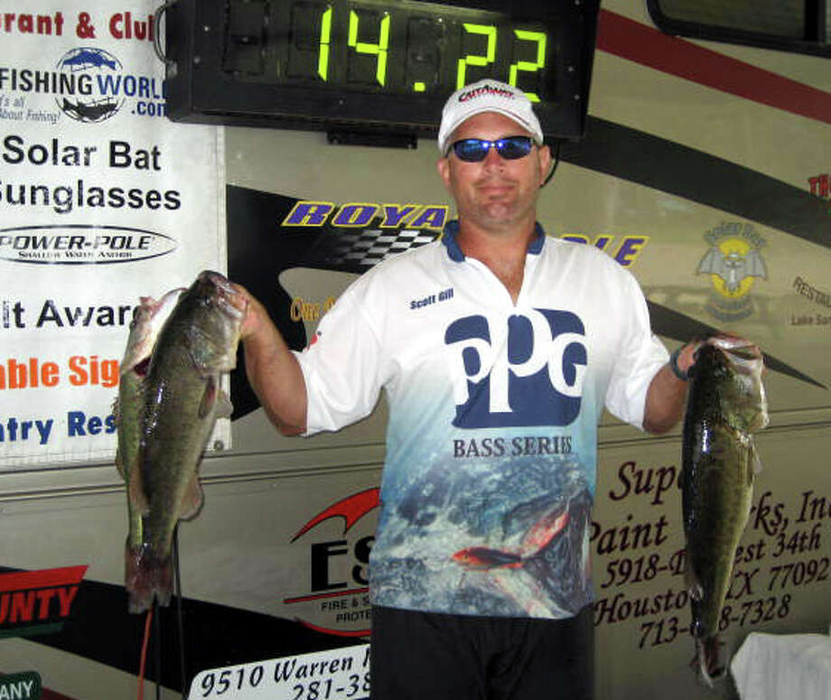 Scott Gill came in 1st place with his 5 fish limit that weighed 20.20 lbs.