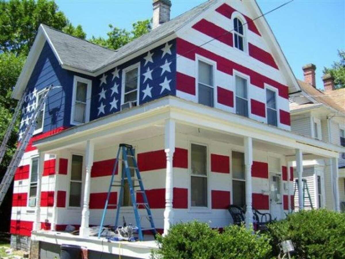 Good ole stars and stripes in Maryland (Roadside America / http://www.roadsideamerica.com/tip/27935)