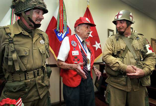 D.G. Harris, 90, center, who served in three combat parachute operations at Sicily, Salerno and Nijmegen, and participated in the beach landing at Anzio, tells war stories to Dennis Dezso, left, and Matt Rayson, who are dressed in WWII 82nd Airbourne paratrooper jump suits like Harris may have worn.  Harris received a lifetime achievement award from Lt. Gen. William B. Caldwell IV, commanding general of U.S. Army North and senior commander of Fort Sam Houston, at the Quadrangle.  Friday, July 13, 2012.  Both Dezso and Rayson are in the Alamo Chapter of the 82nd Airbourne Association. Photo: BOB OWEN, San Antonio Express-News / © 2012 San Antonio Express-News
