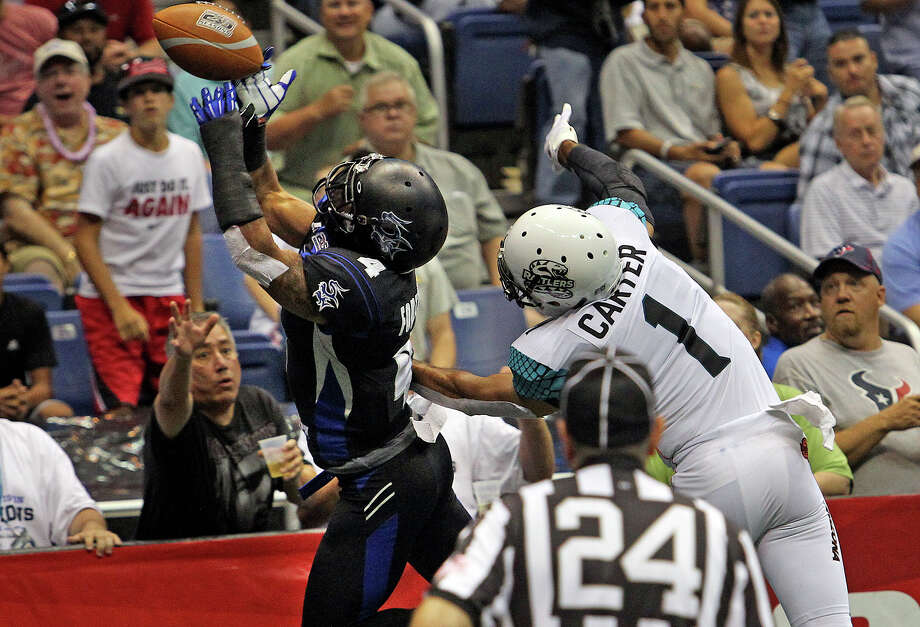 Kenneth Fontenette nearly comes down with an interception against Chris Carter in the first half as the Talons host the Arizona Rattlers at the Alamodome  on July 13, 2012. Photo: Tom Reel, Express-News / ©2012 San Antono Express-News