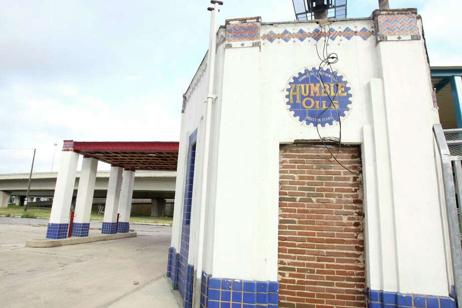 The Humble Oil and Gas station was built in the 1950s. Photo: Julysa Sosa / SAN ANTONIO EXPRESS-NEWS