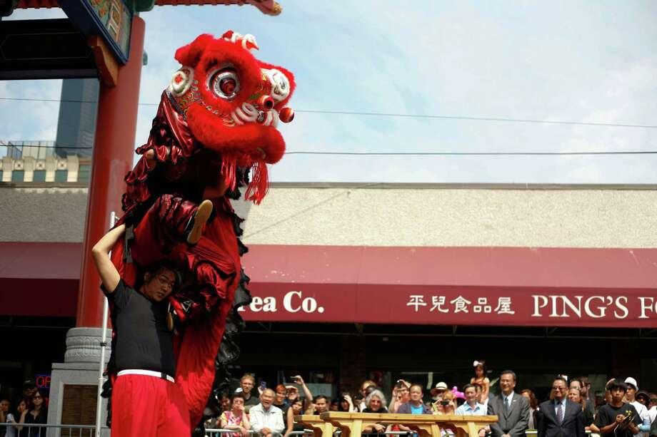 Members of the Mak Fai Washington Kung Fu Club perform a lion dance. Photo: Sofia Jaramillo / SEATTLEPI.COM