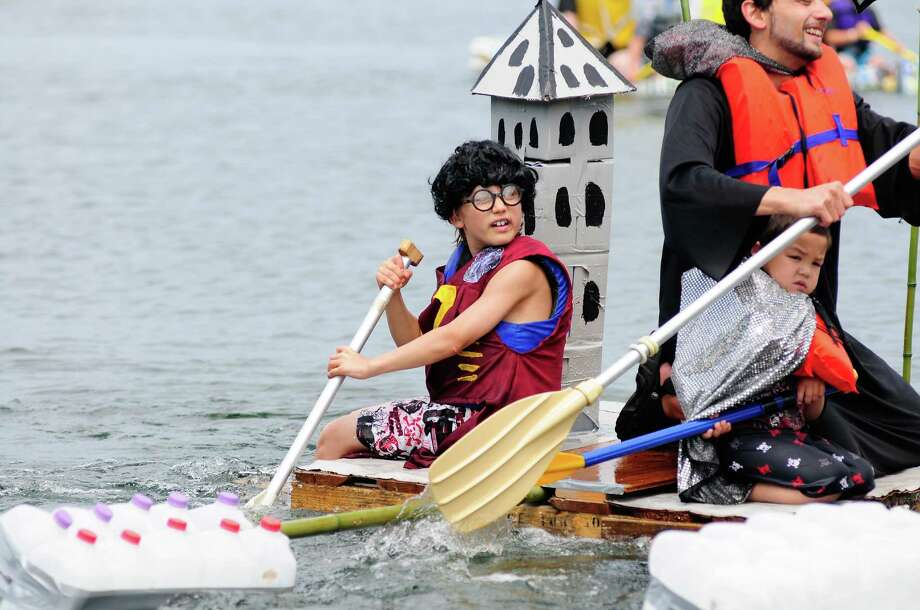 """Harry Potter"" helps paddle ""Hogwarts"" to the finish. Photo: LINDSEY WASSON / SEATTLEPI.COM"