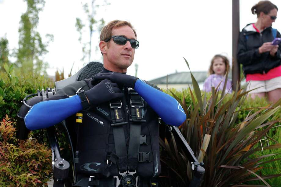 Wes Dawson prepares to launch the Air jet pack during a promotional event. Photo: Sofia Jaramillo / SEATTLEPI.COM