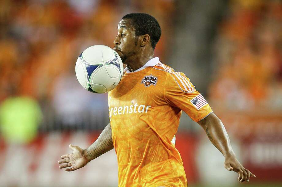 Dynamo defender Corey Ashe controls the ball. Photo: Michael Paulsen, Houston Chronicle / © 2012 Houston Chronicle