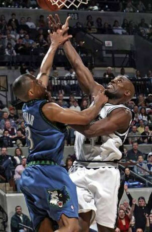 Spurs guard Jacque Vaughn gets slapped on the wrist by the Minnesota Timberwolves' Sebastian Telfair at the AT&T Center on Jan. 12, 2008. No foul was called on the play. (Tom Reel / San Antonio Express-News)