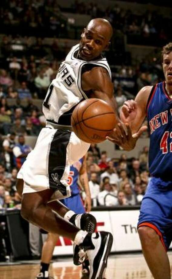 Spurs guard Jacque Vaughn loses control of a pass against the New York Knicks on Nov. 11, 2008 at the AT&T Center. (Bahram Mark Sobhani / San Antonio Express-News file photo)