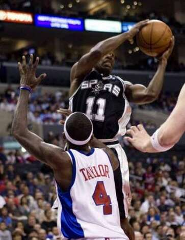 Spurs guard Jacque Vaughn is defended by the Los Angeles Clippers' Mike Taylor in Los Angeles on Nov. 17, 2008. (Hector Mata / Associated Press)