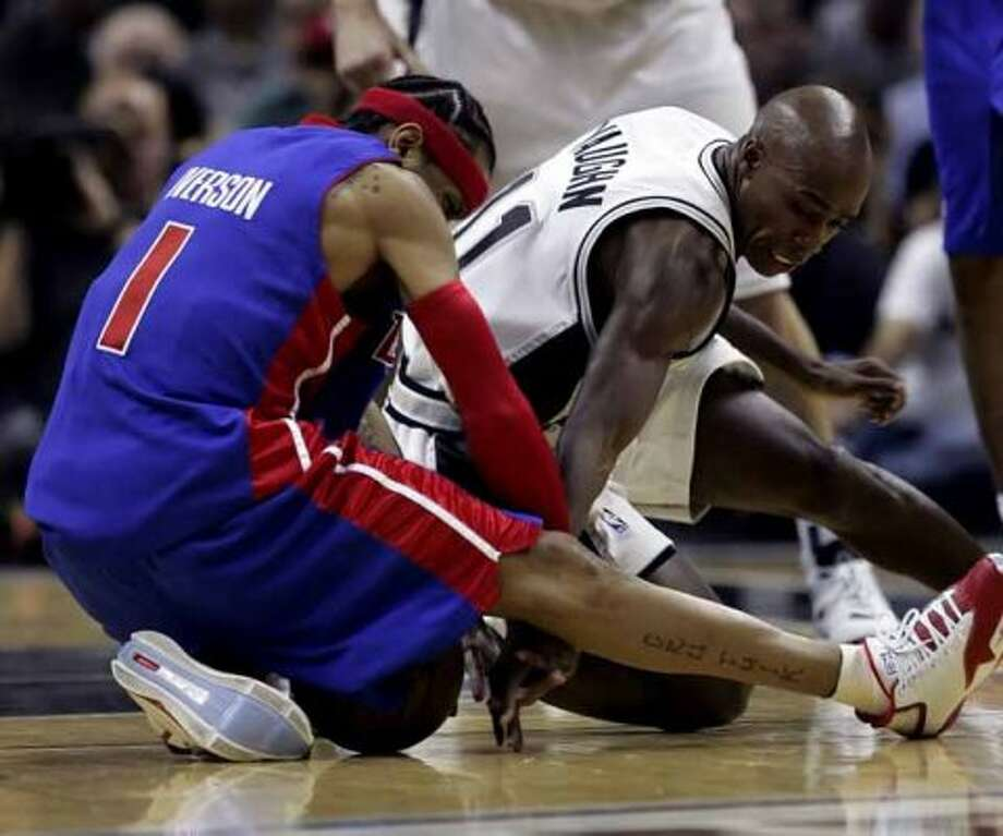 Spurs guard Jacque Vaughn and the Detroit Piston's Allen Iverson compete for a loose ball at the AT&T Center on Dec. 1, 2008. (Kin Man Hui / San Antonio Express-News)