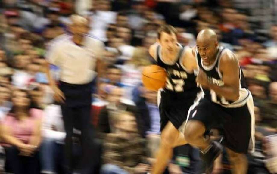 The Spurs' Brent Barry follows as teammate Jacque Vaughn moves the ball down court against the Los Angeles Clippers on March 5, 2007 in Los Angeles. (Gabriel Bouys / AFP/Getty Images)