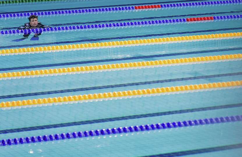 Olympic sized swimming poolit takes about 660 000 gallons How many gallons of water in a swimming pool