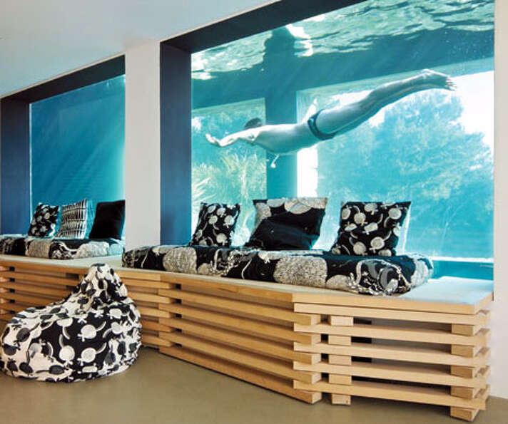Like aquariums?  You can swim in one in this French villa has a view to the outside. (zainteriora.ne
