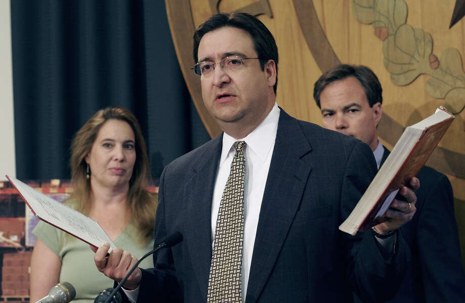 State Rep. Pete Gallego, D-Alpine, offers an impressive leadership record. Photo: File Photo, Associated Press / AP